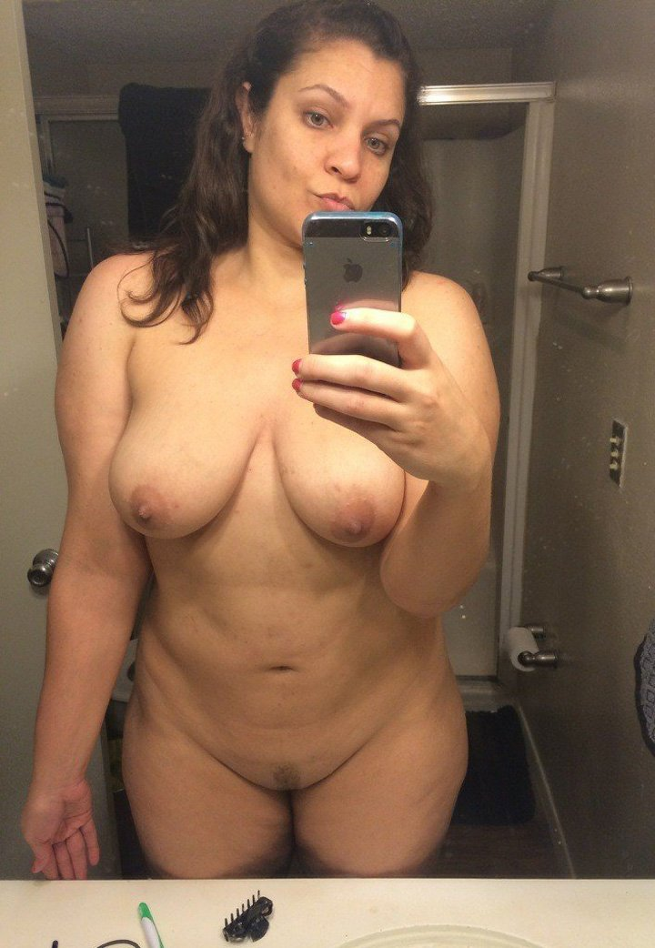 Busty young mom nude amateur selfie