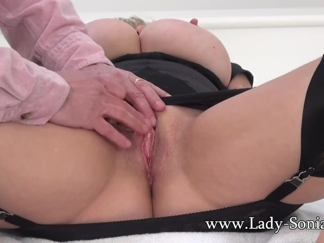 Mature woman fingers pussy